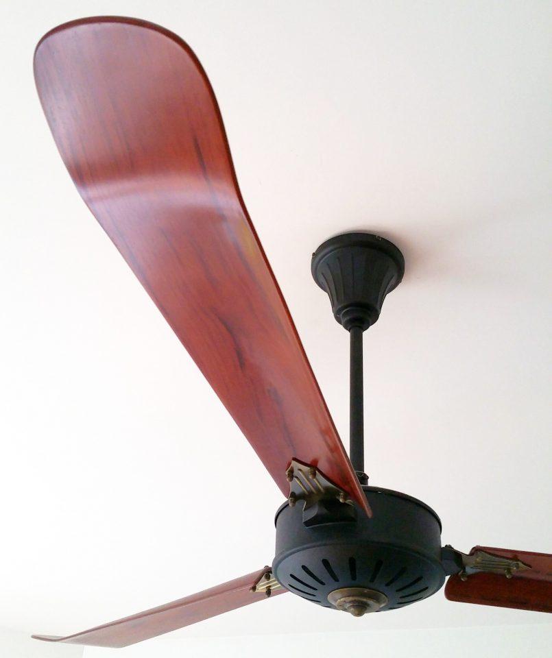 ventilateur de plafond pales en bois avec t l commande. Black Bedroom Furniture Sets. Home Design Ideas